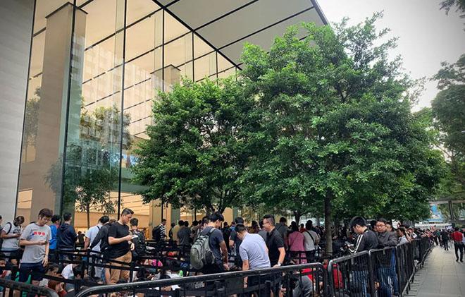iPhone Xs và Xs Max chính thức mở bán, xếp hàng ít hơn, fan nhiều hơn - 2