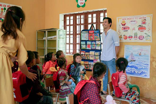 MC Phan Anh cùng vợ vượt hơn 300 km mang trung thu đến trẻ em vùng cao - 4