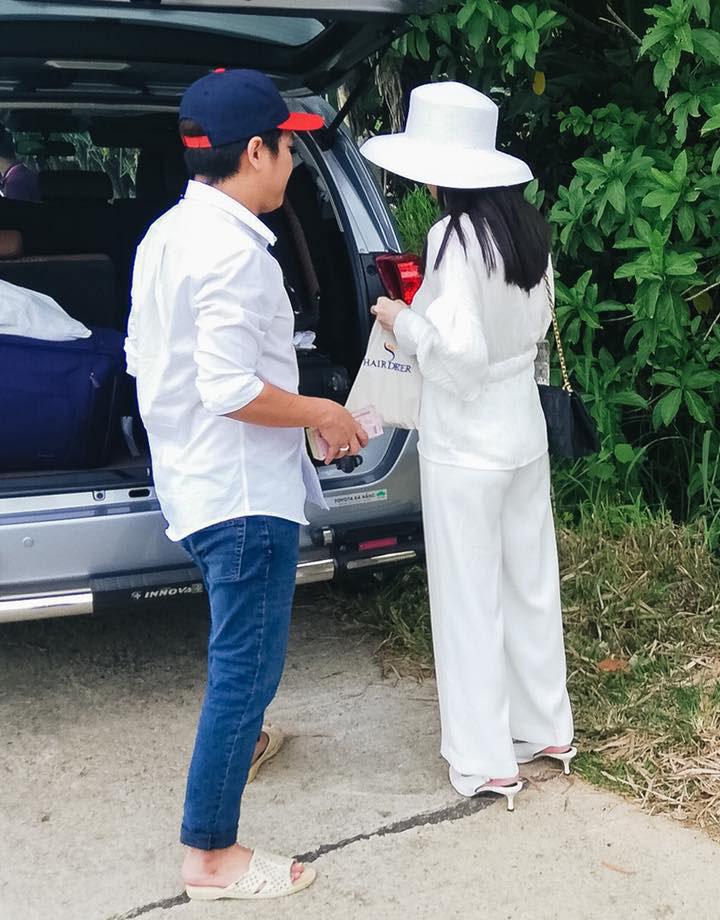 Nhã Phương, Trường Giang và sao Việt đi dép tổ ong dù giàu sụ - 9