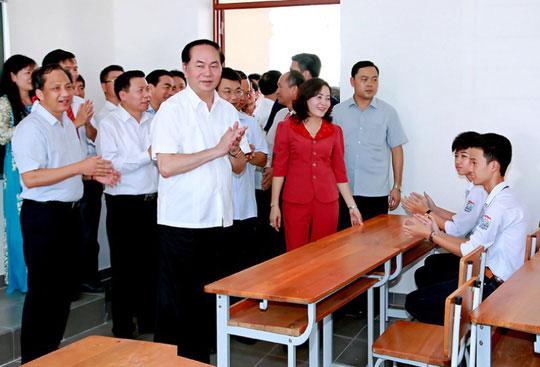 Những hình ảnh đẹp, gần gũi của Chủ tịch nước Trần Đại Quang với mái trường xưa - 1