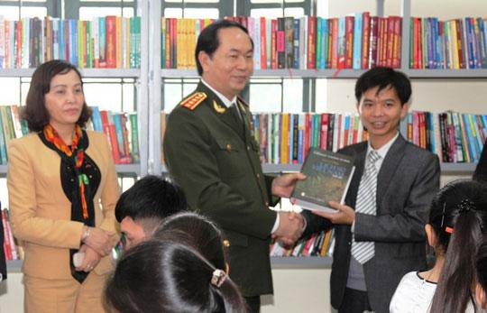 Những hình ảnh đẹp, gần gũi của Chủ tịch nước Trần Đại Quang với mái trường xưa - 10