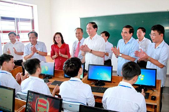 Những hình ảnh đẹp, gần gũi của Chủ tịch nước Trần Đại Quang với mái trường xưa - 6