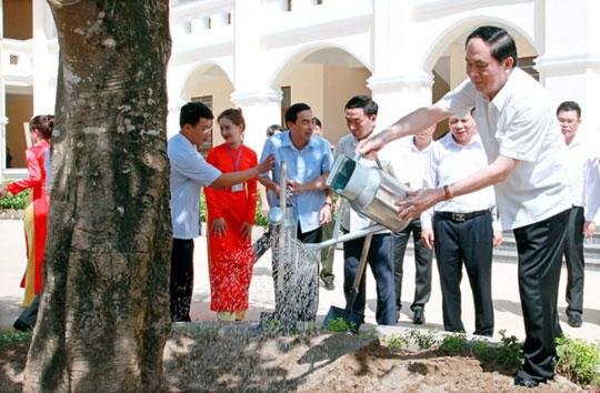 Những hình ảnh đẹp, gần gũi của Chủ tịch nước Trần Đại Quang với mái trường xưa - 8