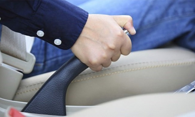 Những thói quen vô tình gây hại cho hệ thống phanh ôtô - 1