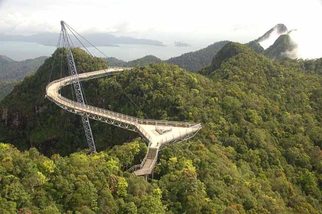Du khách không thốt nên lời khi bước chân tới cây cầu nổi tiếng Việt Nam này - 2