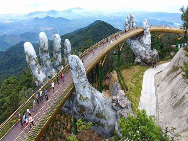 Du khách không thốt nên lời khi bước chân tới cây cầu nổi tiếng Việt Nam này - 1