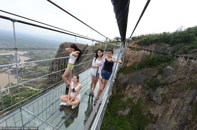 Du khách không thốt nên lời khi bước chân tới cây cầu nổi tiếng Việt Nam này - 13
