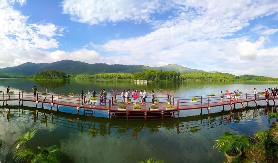 Hồ Yên Trung - điểm du lịch mới ngỡ trời Tây nơi đất mỏ Quảng Ninh - 1