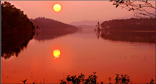 Hồ Yên Trung - điểm du lịch mới ngỡ trời Tây nơi đất mỏ Quảng Ninh - 9