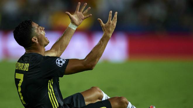 """Ronaldo còn 1 ngày """"phán xử"""": Nguy cơ án phạt nặng vì chọc tức UEFA - FIFA? - 1"""
