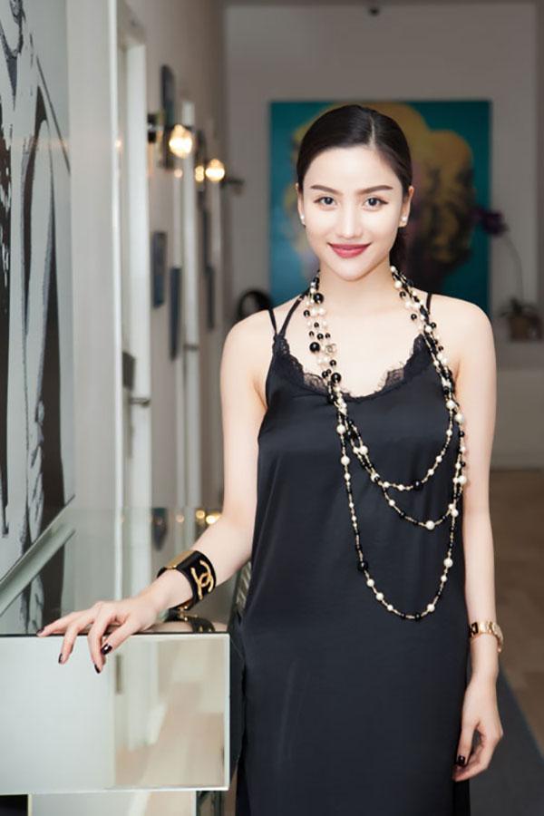 """""""Hot girl ăn chơi nhất Sài Gòn"""" bốc lửa với phong cách sexy, hoang dại"""