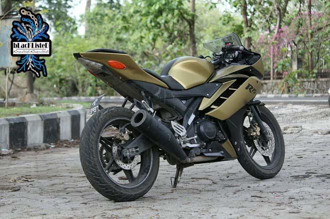 """Yamaha YZF-R15 Version 2.0 """"đẹp xuất sắc"""" trong màu đen vàng mờ - 7"""