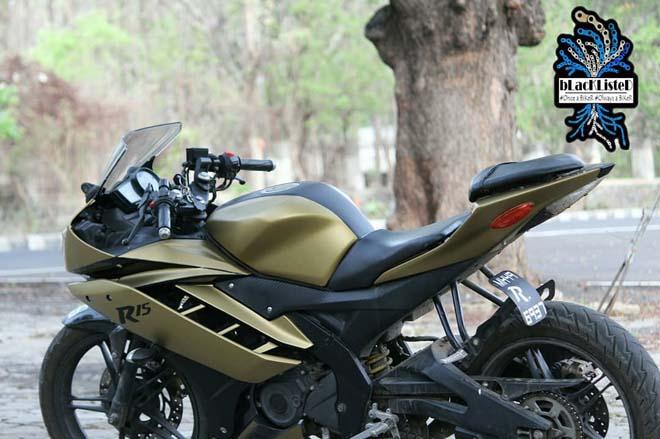 """Yamaha YZF-R15 Version 2.0 """"đẹp xuất sắc"""" trong màu đen vàng mờ - 8"""
