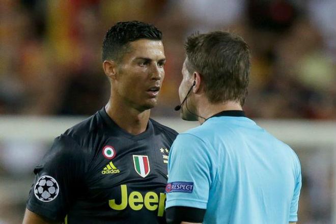 Ronaldo thẻ đỏ cúp C1: UEFA phán quyết bất ngờ, MU – Mourinho sôi sục - 1