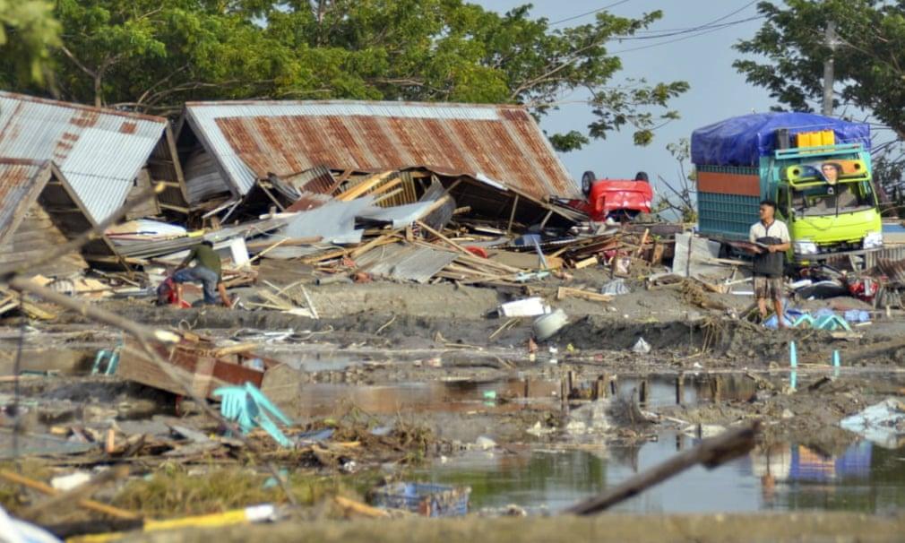 Sóng thần Indonesia quét qua lễ hội bãi biển, gần 400 người thiệt mạng - 1
