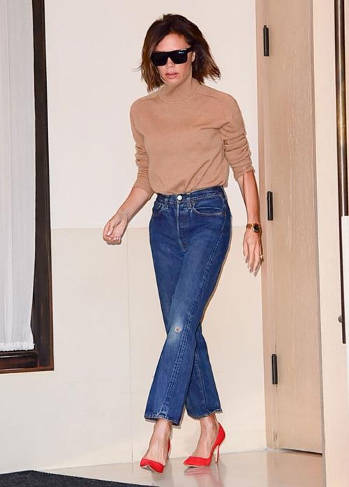 Học Victoria Beckham cách mặc quần jeans đi làm - 2