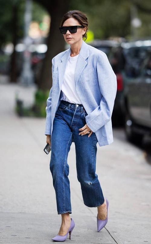 Học Victoria Beckham cách mặc quần jeans đi làm - 6
