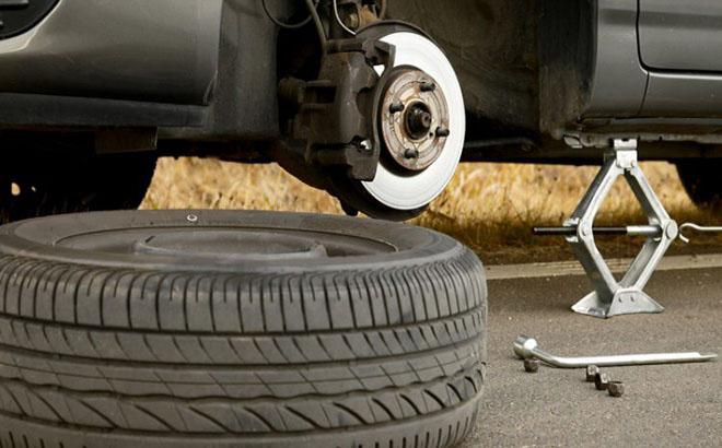 Cách thay lốp xe dự phòng nhanh nhất cho người mới - 3