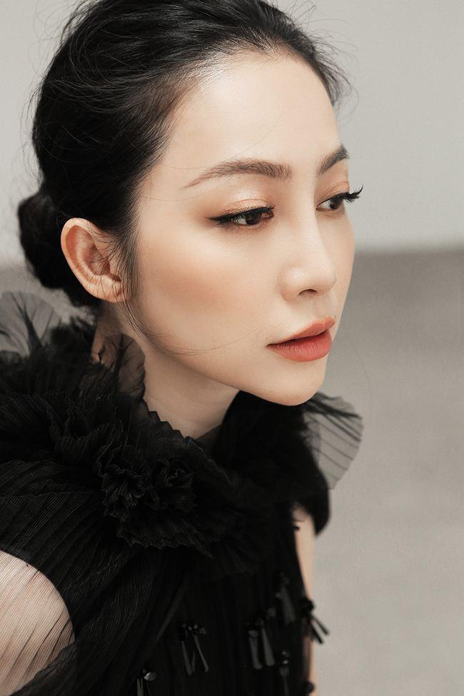 Linh Nga khoe vẻ đẹp Á đông với loạt trang phục đẹp tựa cánh hoa tàn - 7