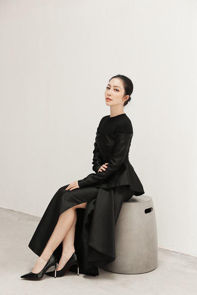 Linh Nga khoe vẻ đẹp Á đông với loạt trang phục đẹp tựa cánh hoa tàn - 5