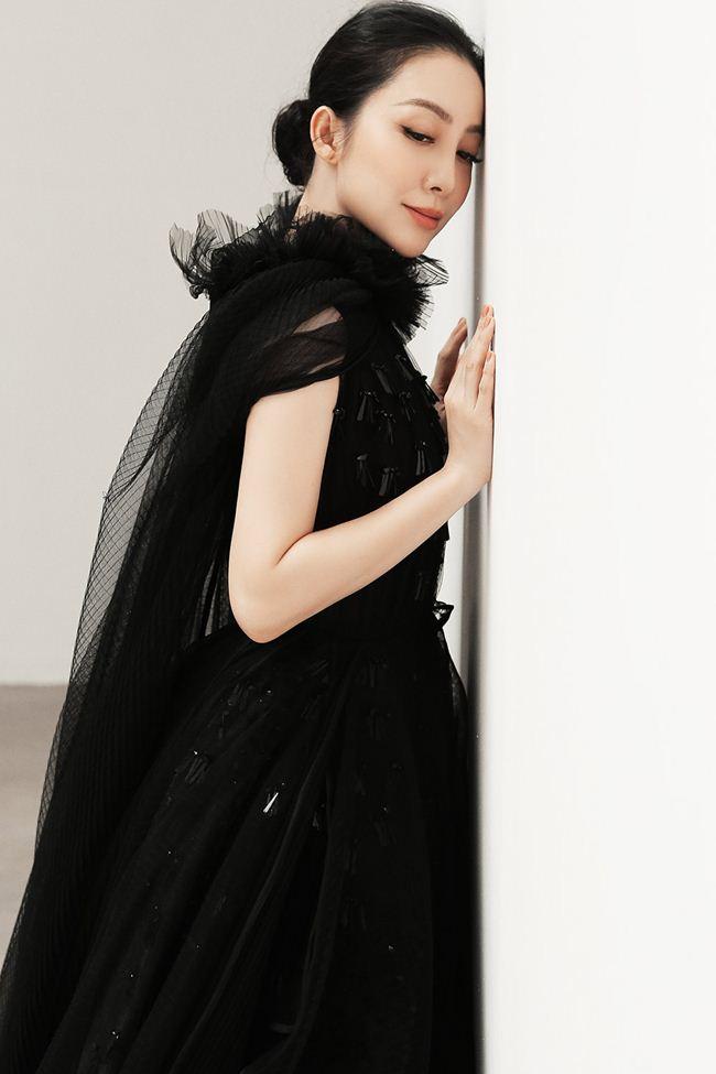 Linh Nga khoe vẻ đẹp Á đông với loạt trang phục đẹp tựa cánh hoa tàn - 8