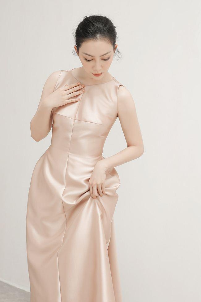 Linh Nga khoe vẻ đẹp Á đông với loạt trang phục đẹp tựa cánh hoa tàn - 2