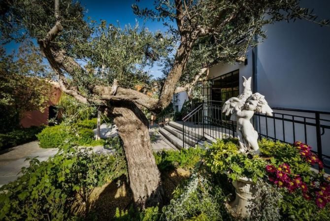 Ông chủ CLB Chelsea vung tiền mua dinh thự đắt nhất Israel - 2