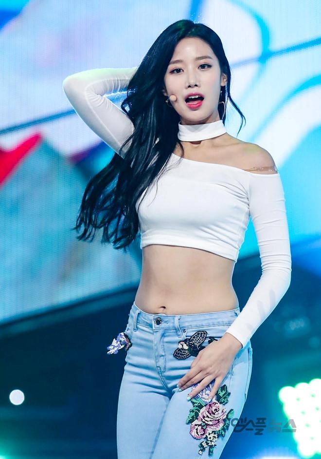 Sao Hàn chuộng style mặc lộ cơ thể dù liên tục bị chỉ trích - 2