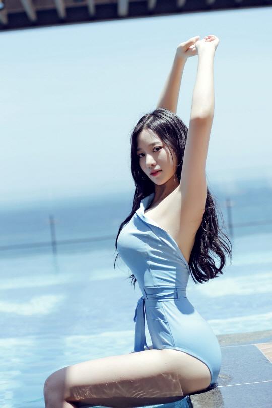 Sao Hàn chuộng style mặc lộ cơ thể dù liên tục bị chỉ trích - 10