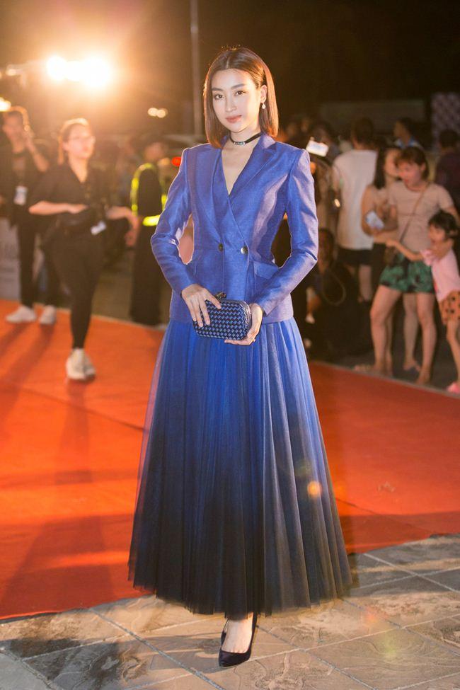 Mai Phương Thúy nam tính với suit, Tiểu Vy diện váy xẻ cao - 5