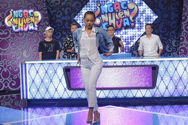 Váy áo bị chê vô duyên của khách mời, diễn viên trên sóng truyền hình - 5