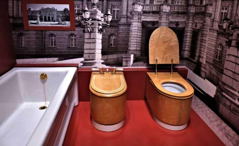 Khám phá 1001 loại bồn cầu tại bảo tàng toilet dị nhất Nhật Bản - 8