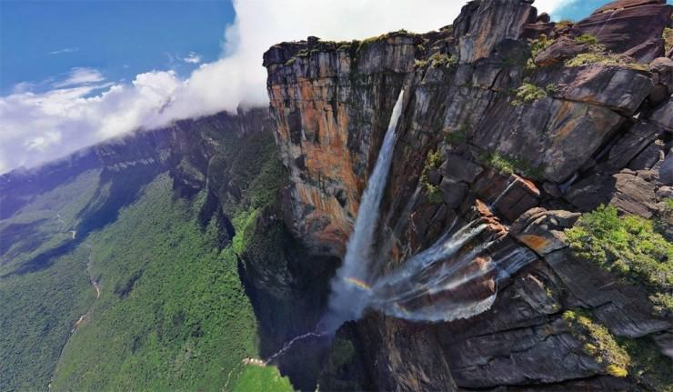 Những ngọn núi nguy hiểm nhất thế giới nhưng du khách vẫn ùn ùn ghé qua - 9