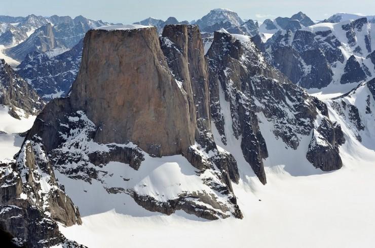 Những ngọn núi nguy hiểm nhất thế giới nhưng du khách vẫn ùn ùn ghé qua - 8