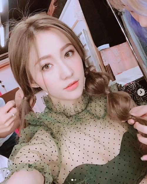 """Con dâu tương lai của đại gia showbiz Hong Kong đẹp tuyệt sắc nhờ """"dát vàng"""" - 10"""