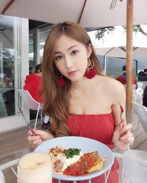 """Con dâu tương lai của đại gia showbiz Hong Kong đẹp tuyệt sắc nhờ """"dát vàng"""" - 12"""