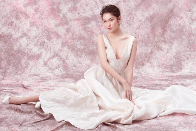 Á hậu Thùy Dung diện váy trễ vai mừng tuổi 23 - 7