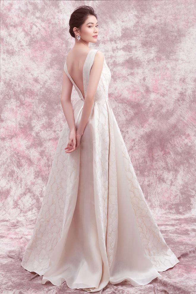 Á hậu Thùy Dung diện váy trễ vai mừng tuổi 23 - 8