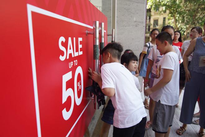 Giảm giá vượt ngưỡng 50% tại Vincom Red Sale 2019 - 1