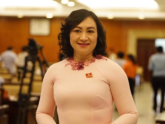 Chan-dung-tan-Pho-Chu-tich-Hoi-dong-Nhan-dan-TPHCM-Phan-Thi-Thang-ba-thang-1-1562940439-930-width665height500