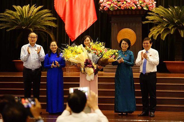 Chan-dung-tan-Pho-Chu-tich-Hoi-dong-Nhan-dan-TPHCM-Phan-Thi-Thang-ba-thang-2-1562940439-988-width640height427