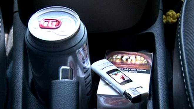 Một số đồ vật tưởng như vô hại nhưng bạn lại không nên để chúng trong ô tô - 2