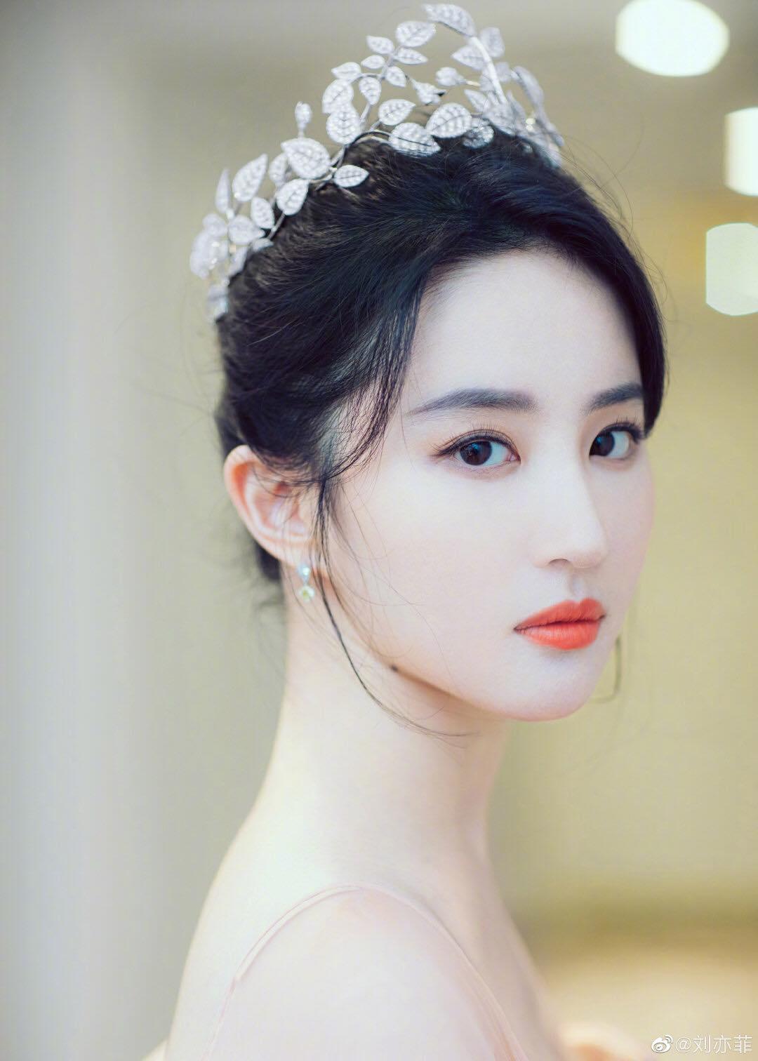 """""""Thần tiên tỷ tỷ"""" Lưu Diệc Phi đẹp vô thực, át cả Song Hye Kyo ở sự kiện thời trang - 1"""