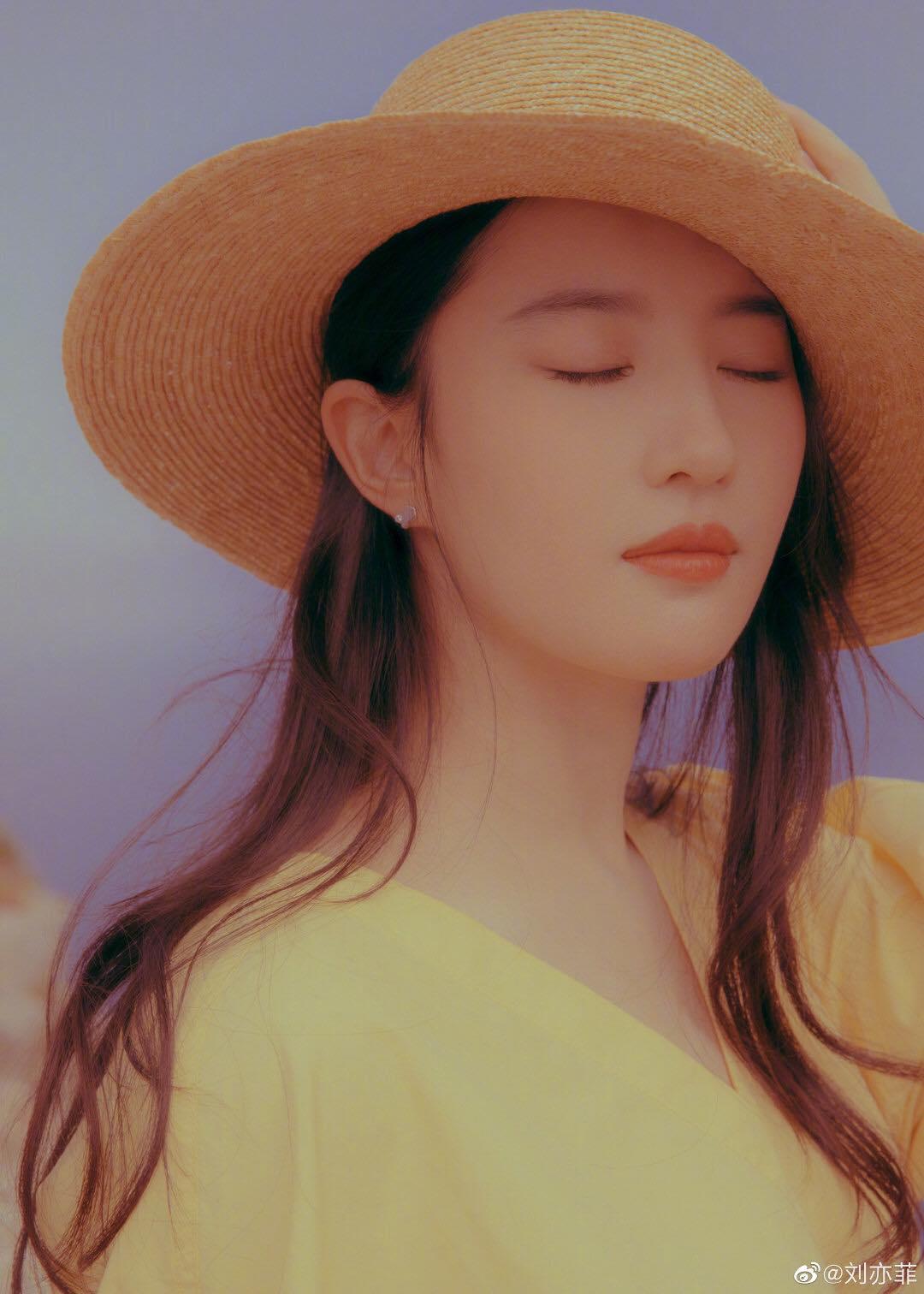 """""""Thần tiên tỷ tỷ"""" Lưu Diệc Phi đẹp vô thực, át cả Song Hye Kyo ở sự kiện thời trang - 9"""