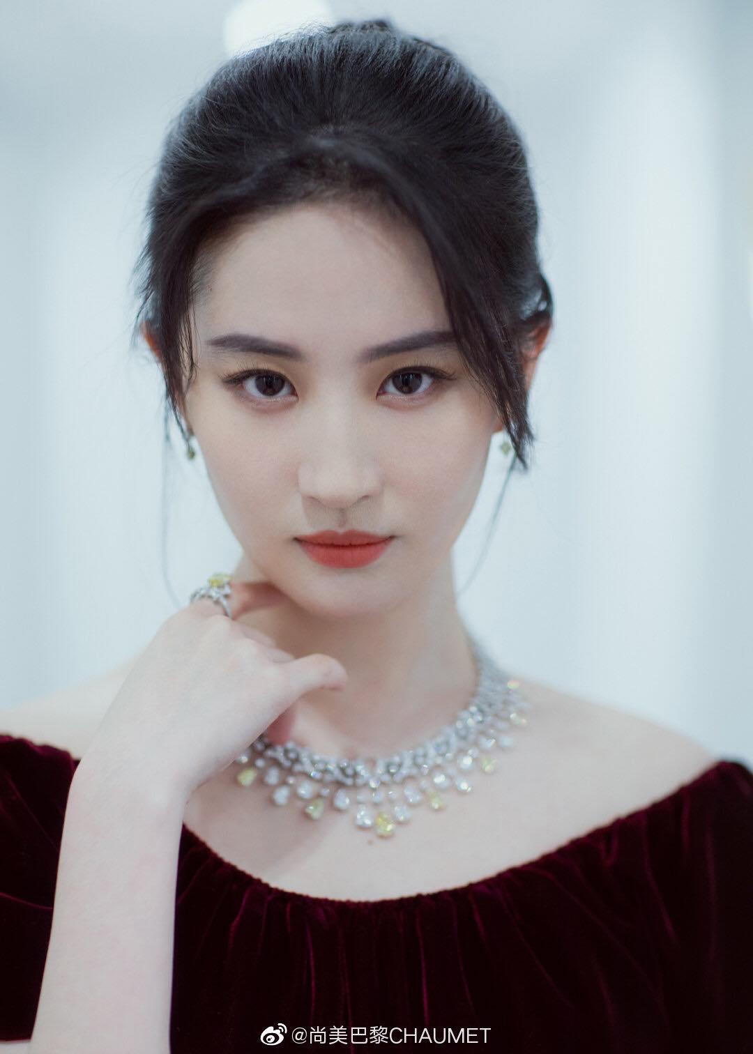 """""""Thần tiên tỷ tỷ"""" Lưu Diệc Phi đẹp vô thực, át cả Song Hye Kyo ở sự kiện thời trang - 12"""