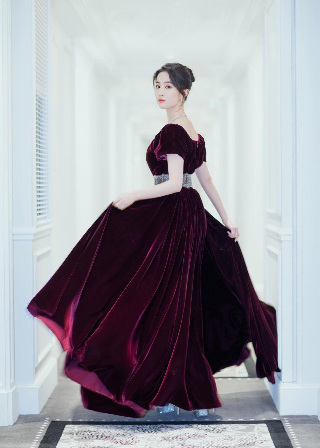 """""""Thần tiên tỷ tỷ"""" Lưu Diệc Phi đẹp vô thực, át cả Song Hye Kyo ở sự kiện thời trang - 14"""