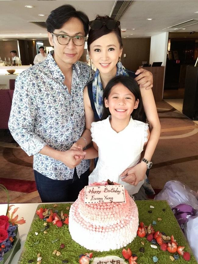 Cô cũng đã tái hôn và có cuộc sống hạnh phúc bên chồng cùng con gái. Hiện tại, Ông Hồng tham gia đóng phim nhưng chỉ đảm nhiệm vai phụ hoặc khách mời. Cô cũng được các nhãn hàng ưu ái nhờ nhan sắc trẻ trung dù đã bước sang tuổi 50.