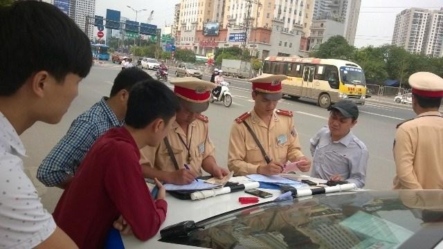 Sẽ có quy định liên quan đến xử phạt người quên mang giấy tờ xe - 1