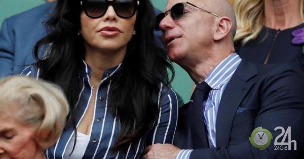 Tỷ phú giàu nhất thế giới lần đầu công khai xuất hiện cùng bạn gái tin đồn