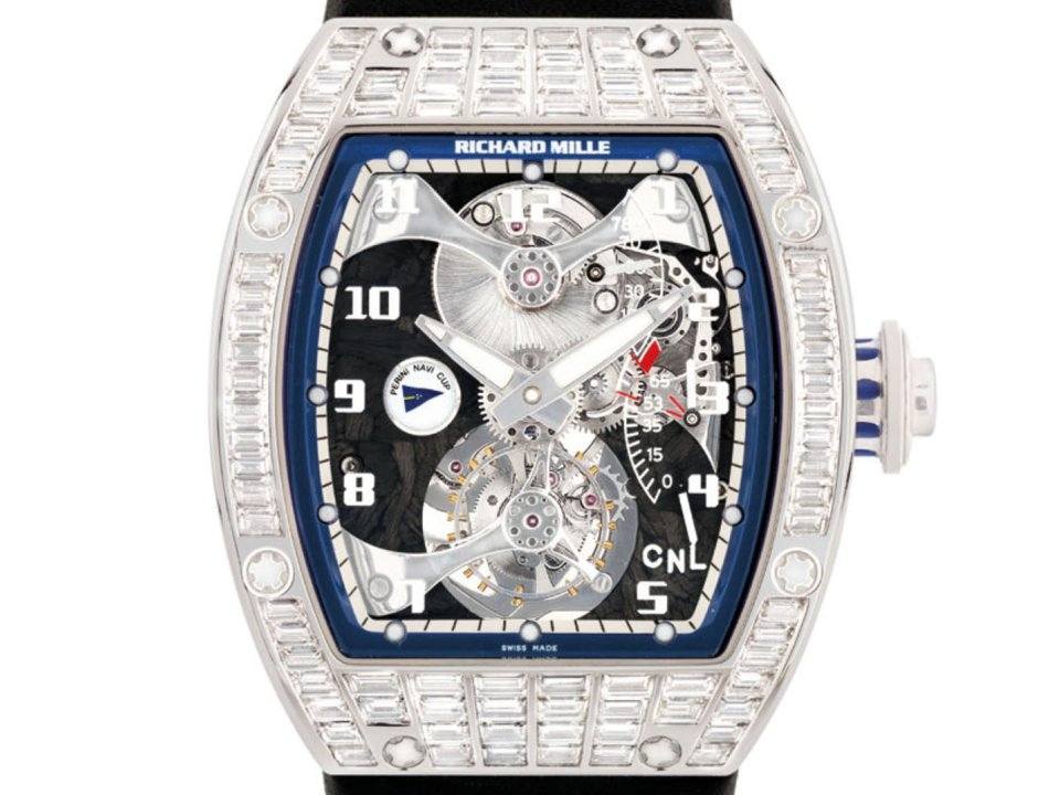 Chiếc đồng hồ cũ mèm đến nứt cả kính vẫn bán được giá 24 tỷ đồng